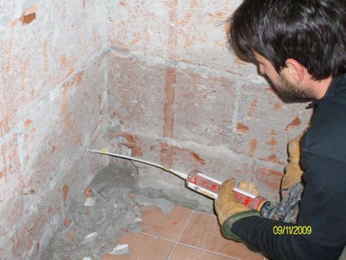 barriera all'umidità di risalita muro forati con RISANAMURO