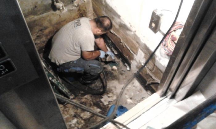 sigillatura infiltrazioni d'acqua fossa ascensore Trieste